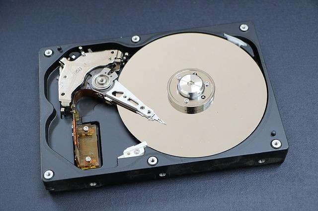 hard-disk-1071670_640